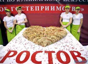 В Ростове приготовили блинный торт весом 100 кг