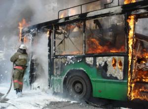 Автобус в Ростовской области сгорел дотла во время проведения сварочных работ