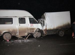В Ростовской области столкнулись маршрутка и грузовая Газель: 2 погибли, 13 пострадали