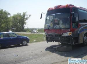 В Ростовской области автобус с детьми попал в аварию
