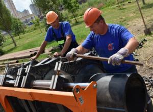Бестраншейно строят в Ростове подземный коллектор на Западном