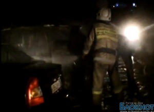 В Ростове из-за пожара на стоянке загорелись Mercedes и Honda
