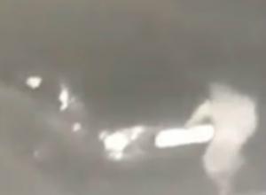 Автовредитель сорвал номера с автомобилей в одном из ростовских дворов