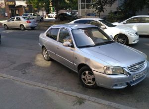 По-барски припарковавшемуся автовладельцу посоветовали быть скромнее на улицах Ростова