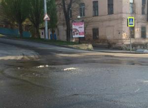 Последний ровный асфальт «крякнул» под напором подземных вод в Ростове