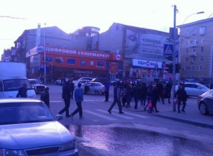В аварии в центре Ростова  пострадала пенсионерка, переходившая дорогу на сигнал светофора