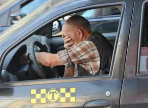 Буйный пассажир 15 раз пырнул отверткой водителя такси в Ростовской области