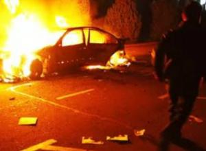 Обгоревший мужчина выскочил из охваченной пламенем легковушки на трассе Ростовской области