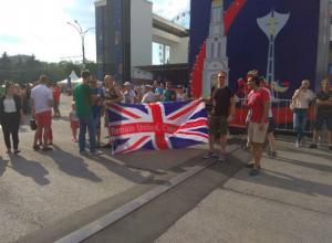 Политическую акцию в фан-зоне провели приехавшие в Ростов футбольные болельщики