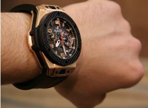 Летевший в Ростов директор Сбербанка по регионам похитил в аэропорту часы за 600 тысяч рублей