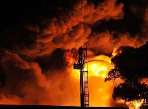 В Ростовской области на Каменском НПЗ горел резервуар с нефтепродуктами