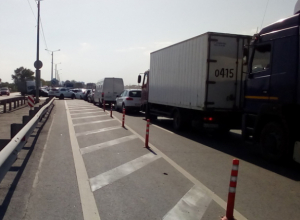 Измученные пробками ростовчане требуют перестать ремонтировать дороги в часы пик