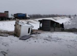 Водитель фуры из Ростовской области разбился о ехавший в колонне бронетранспортер под Волгоградом