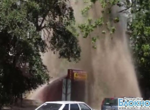 В Ростове коммунальный фонтан высотой с пятиэтажный дом затопил несколько квартир