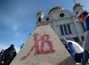 Рекордную ростовскую царь-пасху попробовал патриарх Кирилл в Москве