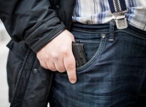 Россиянам разрешили носить оружие в целях самообороны