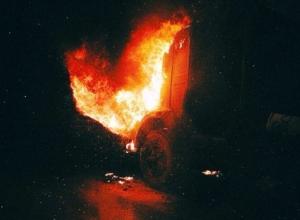 В Ростове на Малиновского загорелся КамАЗ. Видео