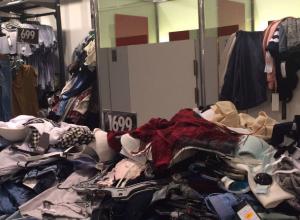 Возмущенную жутким «бардаком» с бюстгальтерами в популярном магазине Ростова девушку пристыдили горожане