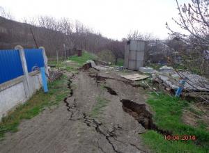 В Ростовской области жителей села эвакуируют из-за трещин в грунте