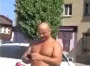 Борзый мужик с голым пузом в Ростове устроил автовладельцу шоу жесткой автоподставы