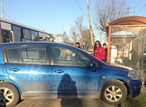 Зашкаливающая наглость автохамки у автобусной остановки Ростова поразила горожан