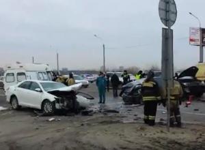 Видео страшной аварии с кровавыми жертвами на трассе под Ростовом шокировало очевидцев