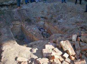 В Ростове при реконструкции Горького найден склеп со священником и его женой
