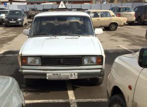Удивительной парковкой возле супермаркета инструктор автошколы развеселил жителей Таганрога