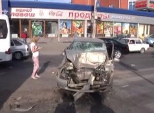 В Ростове погиб 49-летний водитель «Лады Калины», столкнувшись с маршруткой. Видео