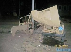 В Ростовской области пьяный лихач врезался в фонарный столб