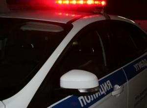 В Константиновске иномарка, скрываясь от полиции, перевернулась и насмерть сбила женщину