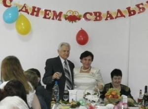 В Ростове пенсионеры через шесть лет после знакомства сыграли свадьбу
