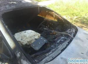 В Новочеркасске сожгли автомобиль депутата городской думы