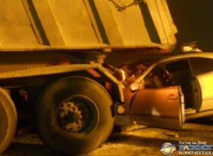 В Ростовской области на трассе М-4 «Дон» Mercedes влетел в КамАЗ, двое погибли