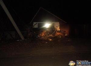 В Ростовской области пьяный водитель на «Ауди» врезался в опору ЛЭП: пострадали двое