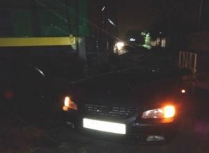 Тепловоз разнес иномарку с четырьмя людьми на железнодорожном переезде в Ростовской области