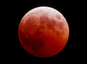 Кроваво-красную луну и самое длительное лунное затмение века увидят ростовчане
