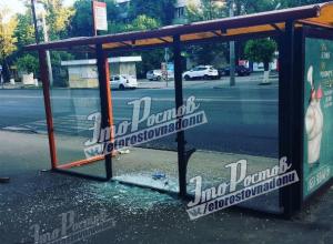 Очередная остановка заплакала стеклянными слезами и рассыпалась от рук ростовских вандалов