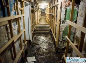 Подвал ростовской многоэтажки, где нашли кладбище домашних животных, затопило