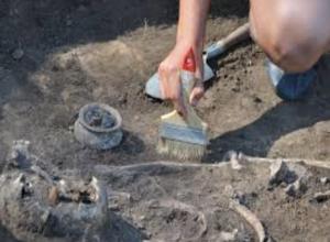 Древний жертвенник обнаружили археологи при раскопках в центре Ростова