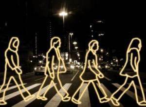В 2015 году пешеходов заставят ходить в светоотражающей одежде