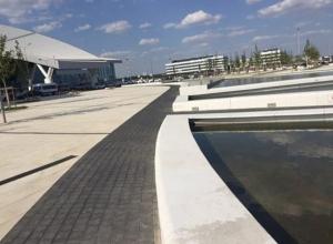 Спустя 3 месяца работы новый фонтан в аэропорту Ростова превратился в смердящее болото