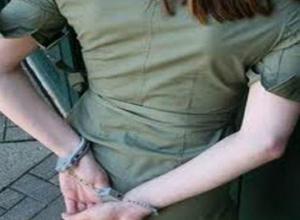 Дерзкую закладчицу с полными карманами наркотиков поймали на улице Ростова