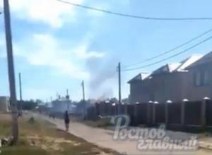 Пожарные добирались к пылающему дому больше часа из-за перекрытой дамбы под Ростовом