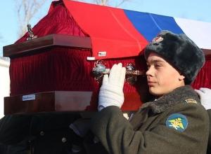 Истерику на Украине вызвала покупка российских флагов для оформления гробов в Ростове