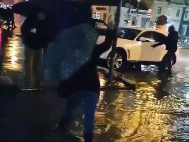 В непреодолимые реки превратил дождь улицы Ростова