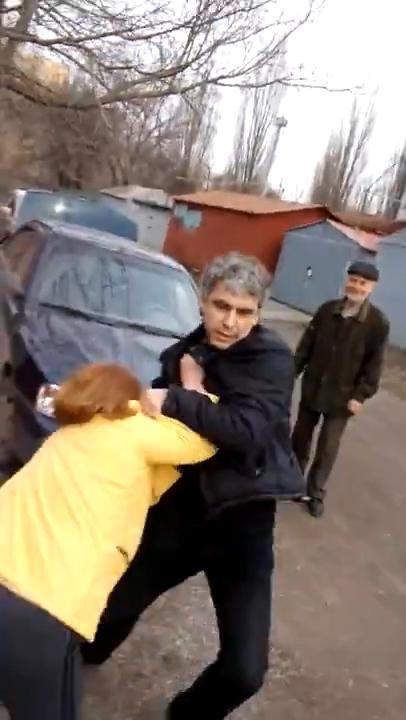 В Таганроге драка со скандалом между председателем кооператива и женщинами попала на видео