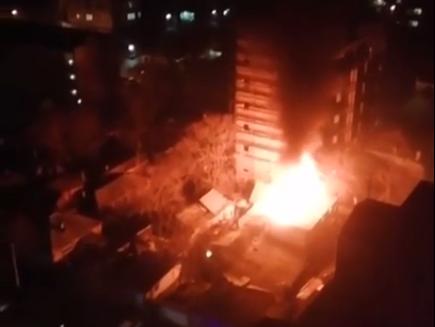 В центре Ростова сгорел деревянный жилой дом