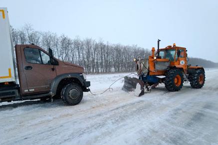 Спасатели вызволили из рождественского снегопада несколько сотен замерзающих жителей Ростовской области