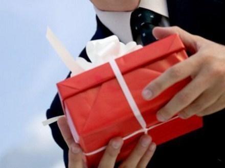 В Ростовской области чиновников обязали сдавать подарки стоимостью более 3 тыс рублей